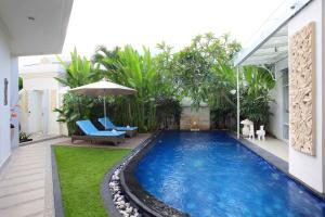 The swimming pool at or near Awila Villas Kuta