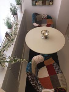 A seating area at The Kiss Apartment