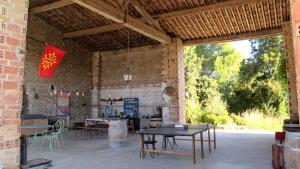 Restaurant ou autre lieu de restauration dans l'établissement Domaine de Buscail