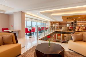 A restaurant or other place to eat at Ramada Hotel and Suites Amwaj Islands