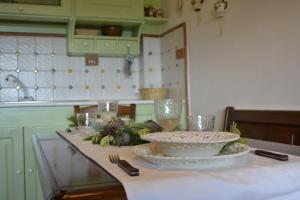 A kitchen or kitchenette at Number 51