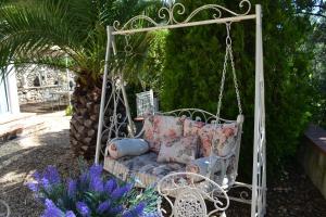 A patio or other outdoor area at Tivoli en Provence