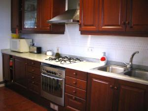 A kitchen or kitchenette at Holiday home La casa azul