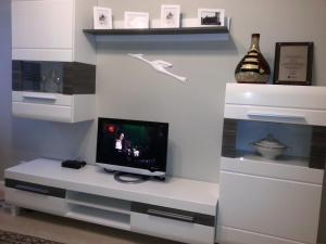 A television and/or entertainment centre at Apartament w Głogowie