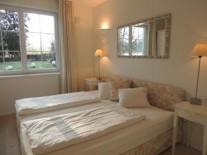 Ein Bett oder Betten in einem Zimmer der Unterkunft Aparthotel Residenz am Schwarzsee