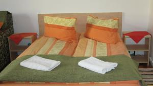 A bed or beds in a room at Garden City Apartment