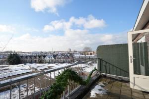 A balcony or terrace at Charlois Ahoy