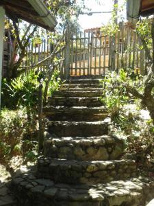 Um jardim em Chalés Picharro