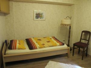 Ein Sitzbereich in der Unterkunft Ferienwohnung Burg Katz