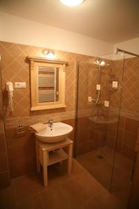A bathroom at Appartement-Edelweiss