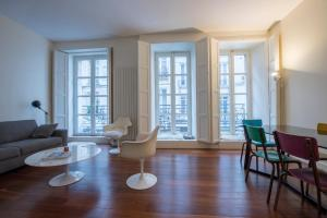 A seating area at Appartement Beaubourg