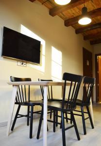 Area lounge atau bar di La Llacuna
