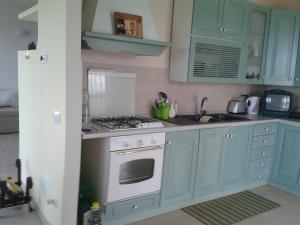 A kitchen or kitchenette at Ediale