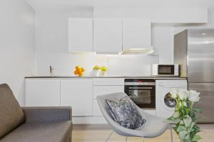 A kitchen or kitchenette at Forenom Serviced Apartments Oslo Vika