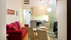 A kitchen or kitchenette at Italianway-Fiori Chiari