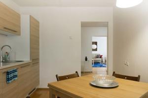 Küche/Küchenzeile in der Unterkunft Zilvinas Apartment Didzioji