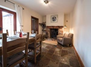 A seating area at Overleigh Cottage