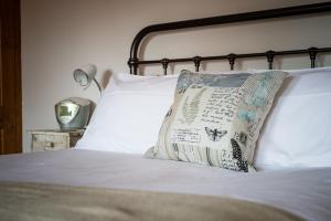 A bed or beds in a room at Overleigh Cottage