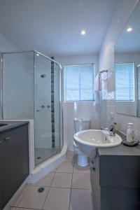 A bathroom at Adelaide DressCircle Apartments - Childers Street
