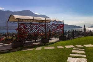 Ein Garten an der Unterkunft Villa Perla del Lago