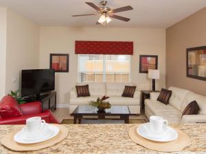 Area lounge atau bar di Majesty Palm Townhome 8952