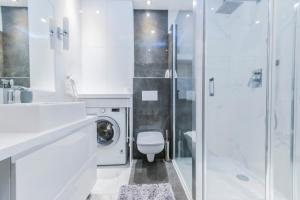 A bathroom at Pohulanka Luxury