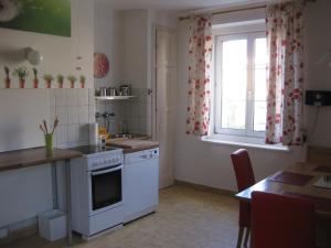 A kitchen or kitchenette at Appartement St. Leonhard