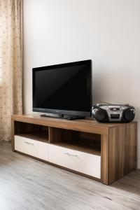 A television and/or entertainment center at Apartment Ludwig-Feuerbach-Strasse