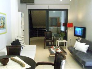 The lounge or bar area at Posto City Center Apartment