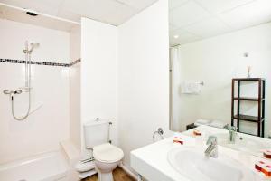 Vannas istaba naktsmītnē Séjours & Affaires Tours Léonard De Vinci