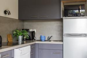 Cuisine ou kitchenette dans l'établissement Les Collines Iduki