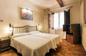 A bed or beds in a room at Arte Vida Suites & Spa