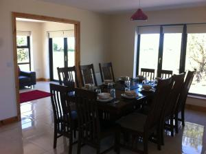 A restaurant or other place to eat at Kilmore Quay Castleview 1 - 5 Bedroom House
