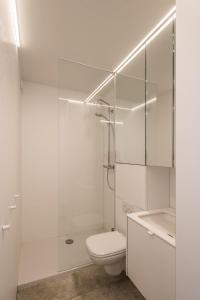 A bathroom at Studio Zeezicht