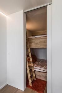Een stapelbed of stapelbedden in een kamer bij Studio Zeezicht