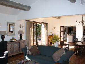The lounge or bar area at Villa Tanneron