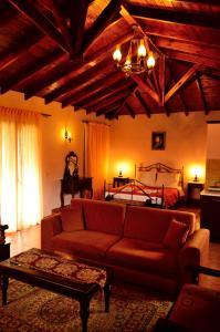 Ο χώρος του lounge ή του μπαρ στο Ξενώνας Ροδαμός