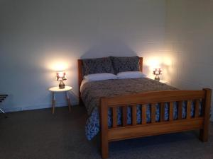 A bed or beds in a room at Affordable On Arun