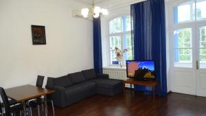 A seating area at Apartment on Gogolya Street 16