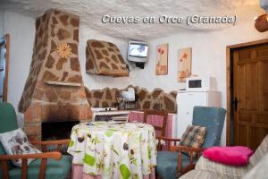 The lounge or bar area at Alojamientos Cuevas En Orce