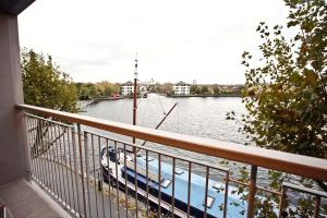 A balcony or terrace at UrSpaceToo City Harbour