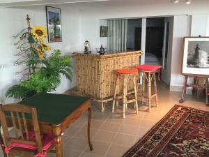 The lounge or bar area at Coutain