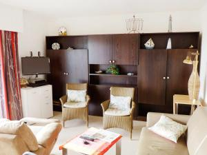 A seating area at Apartment Klif B