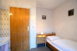 Llit o llits en una habitació de Ferienwohnung im Gästehaus Nussbaumer