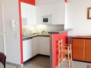 A kitchen or kitchenette at Apartment Zandroos