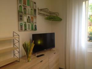 TV o dispositivi per l'intrattenimento presso Decorialab Apartments
