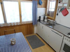 A kitchen or kitchenette at Enderdorf