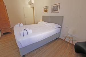 Een bed of bedden in een kamer bij Domus Fernanda