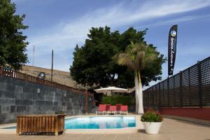 Het zwembad bij of vlak bij Villa Canary Wave