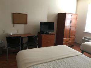 A television and/or entertainment center at Best Studio Inn Homestead (Extended Stay)